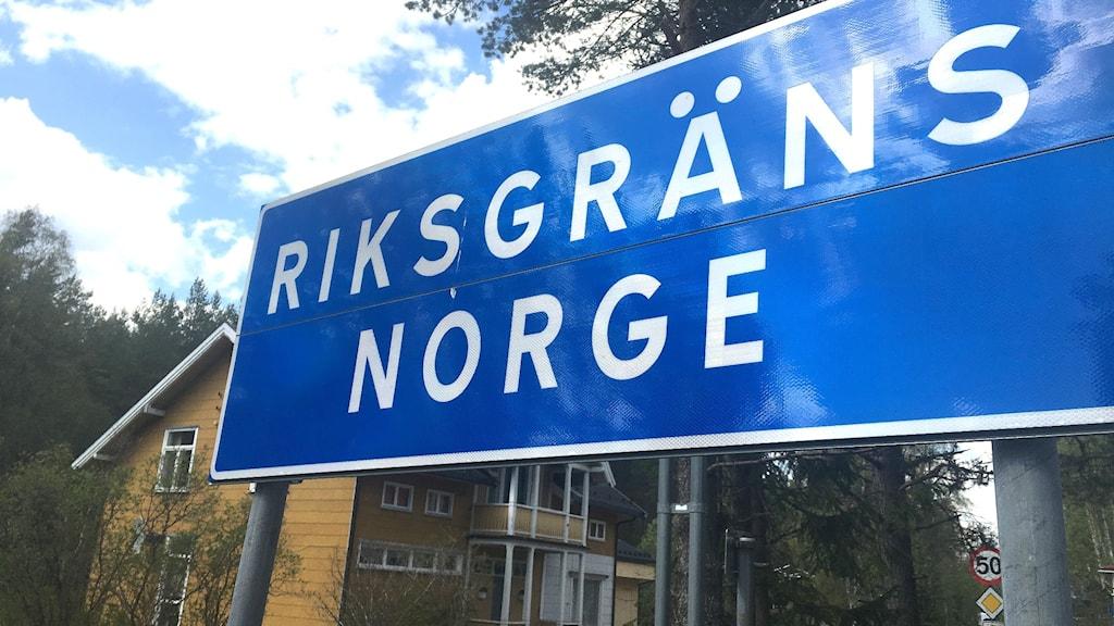 En skylt med texten Riksgräns Norge. Foto: Joakim Nilsson/Sveriges Radio.