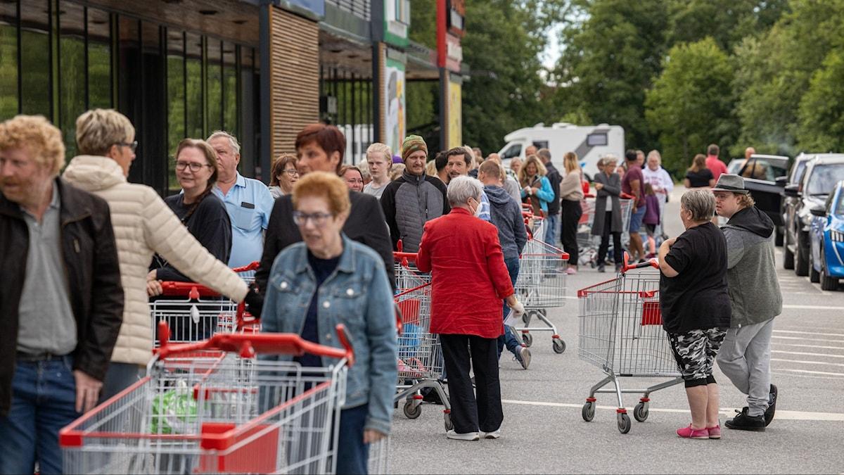 Kö utanför ett köpcentrum. Foto: Joachim Lagercrantz/TT.