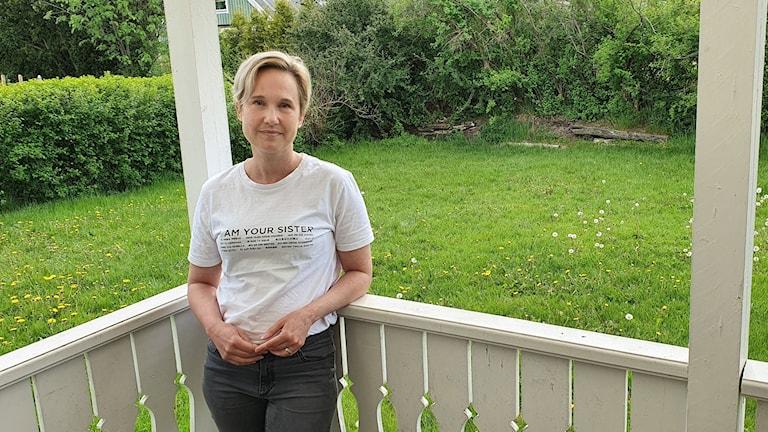 Jenni Rosell Hallerstedt från Forshaga som har en son med typ 1 diabetes gläds åt beskedet om möjlighet till tillfällig förlängning av vårdbidraget. Foto: Aron Eriksson/Sveriges Radio.