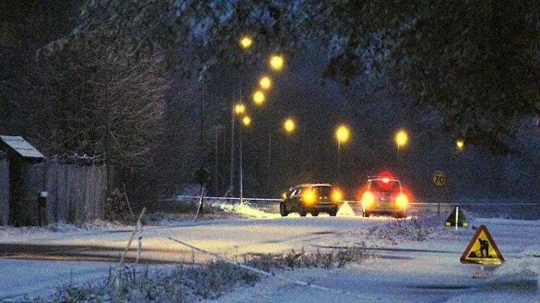 Polisbilar vid en avspärrning. Foto: Lars-Gunnar Olsson/Sveriges Radio.