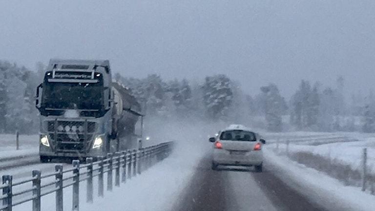 E18 snöyra vägar snö halt bilväg halka ölme värmland