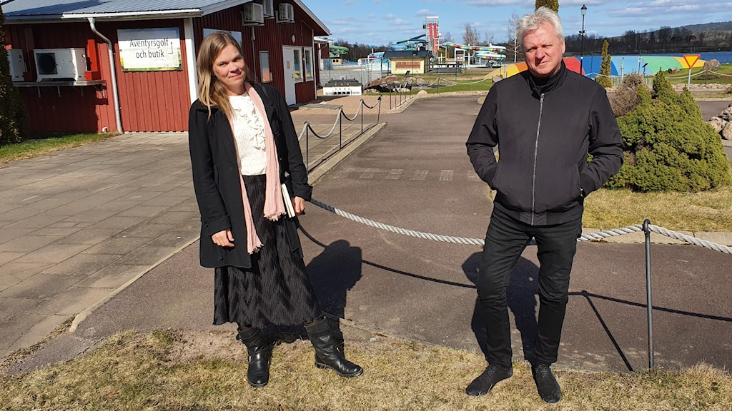 Kristina Lundberg, kultur- och näringslivschef i Sunne och Reine Flodin, anläggningschef för Sunne camping och sommarland. Foto: Aron Eriksson/Sveriges radio