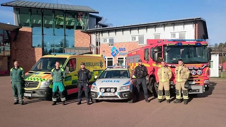 Ambulans, räddningstjänst och polis.