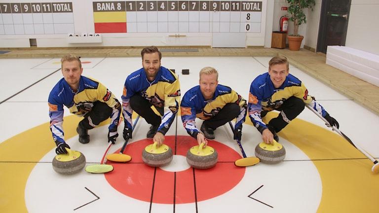Från vänster: Rasmus Wranå, Oskar Eriksson, Niklas Edin och  Christoffer Sundgren. Foto: Mats Fagerström/Sveriges Radio