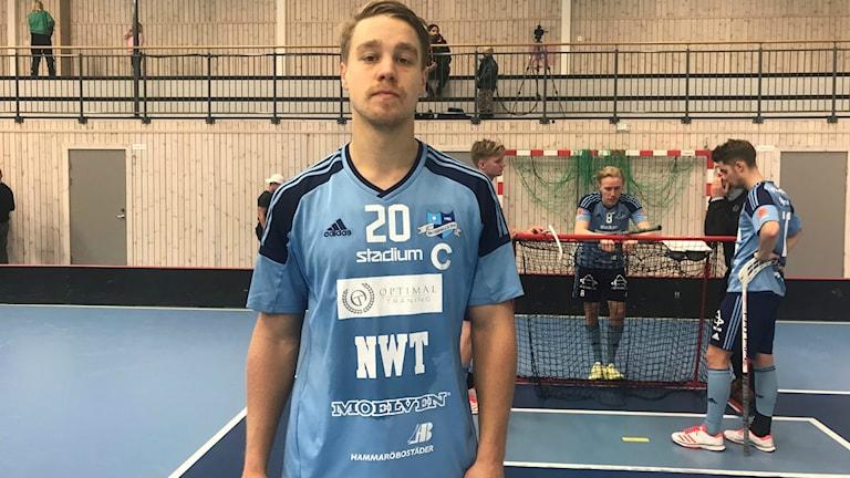 Tunga huvuden hos Oskar Thorén och Skoghall efter förlusten. Foto: Daniel Viklund/ Sveriges Radio.