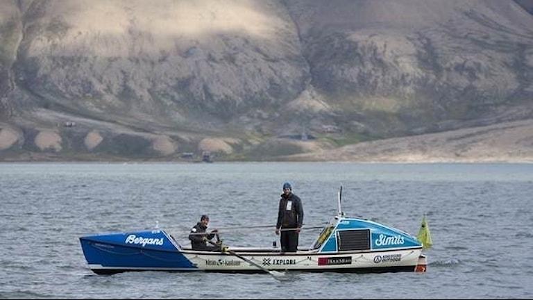Glenn Mattsing framför Longyearbyn, Svalbard