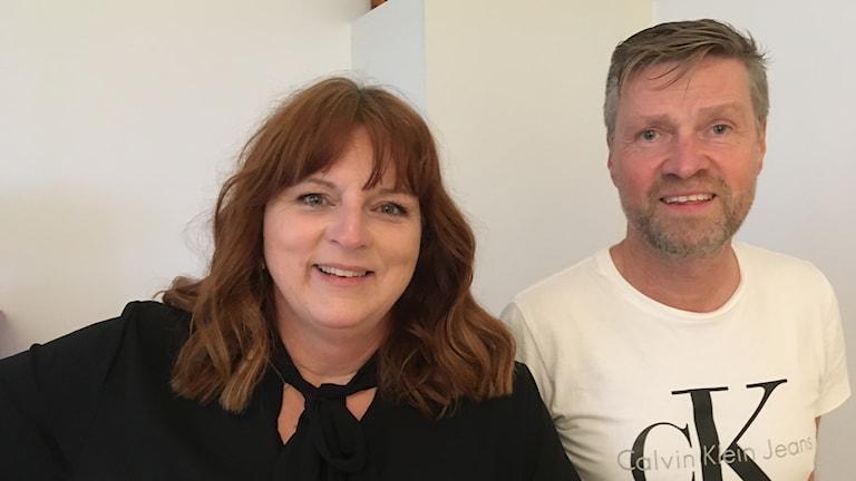 Ann-Christin och Lars-Erik Magnusson i sitt kök. Foto: Per Larsson/Sveriges Radio.