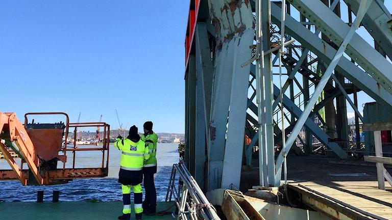 Götaälvbron, skadat påseglingsskydd. Foto: Trafikkontoret Göteborgs Stad