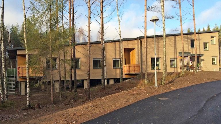 Ett av två nybyggda hus för gruppboende på Stockfallet. Foto: Laila Carlsson/Sveriges Radio.