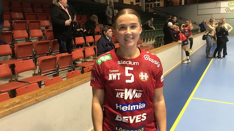 Hellton, Emmy Hollsten Skogman