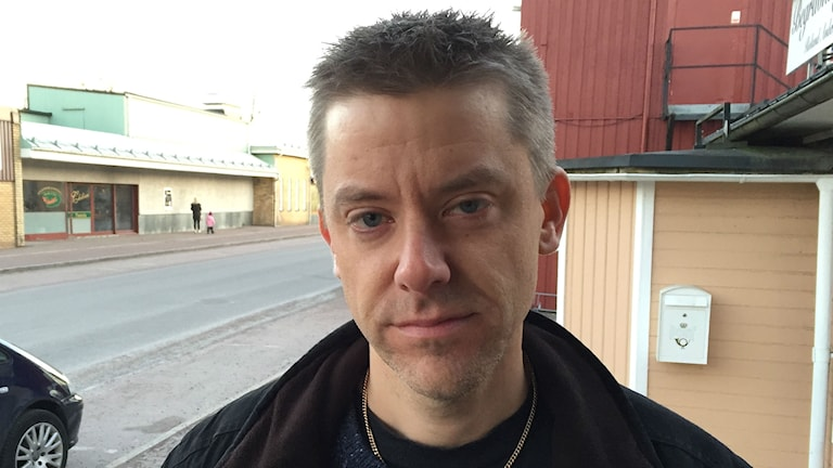 Anders Neiker, engagerad i föräldragruppen för Vikene skolas framtid. Foto: Robert Ojala/Sveriges Radio.