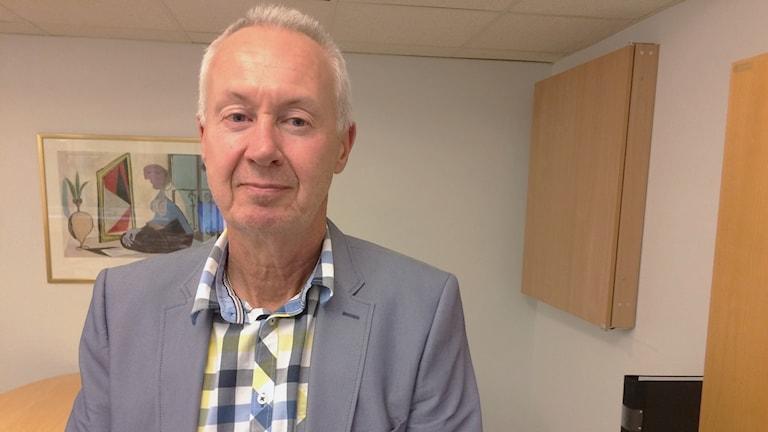Stefan Nordén, skadechef på Länsförsäkringar Värmland på ett kontor. Foto: Micael Thernström/Sveriges Radio.