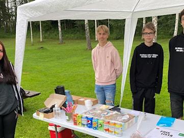 Femtonåringar sommarjobbar som företagare