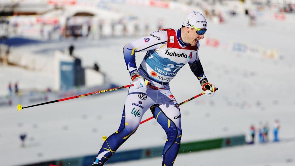 Anton Persson på skidor i kvalet till sprinten under skid-VM i Oberstdorf. Foto: Adam Ihse/TT