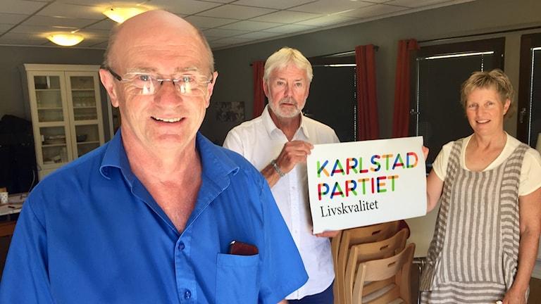 Anders Halvarsson, ny ordförande i Karlstadpartiet livskvalitet, Torsten Jarnstam och Pia Särnehed.