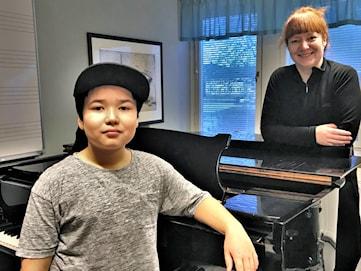Sverre blev första luckan i Säffle kulturskolas adventskalender
