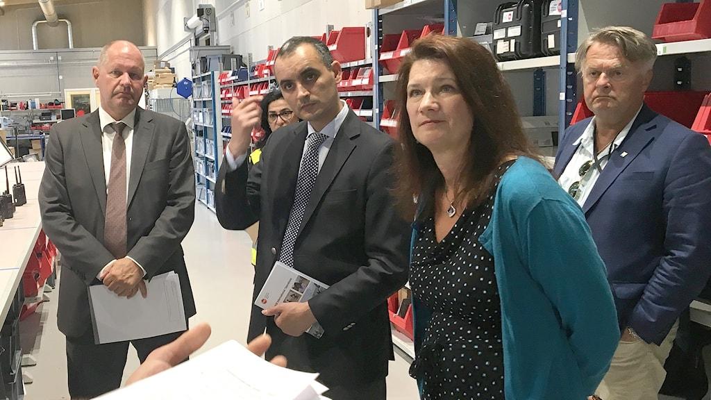 Dan Eliasson (längst t v) och EU-ministern Ann Linde (tvåa fråh höger). Foto: Gustav Jacobson/Sveriges Radio.