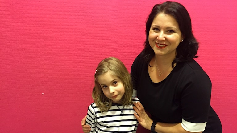 Aida Alvinius, doktor i Sociologi på Försvarshögskolan och hennes dotter Victoria.
