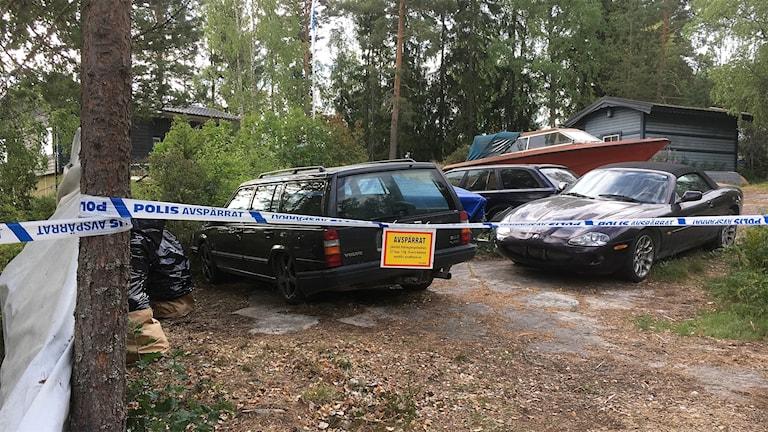 En misstänkt mordplats där man ser avspärrningsband. Foto: Malin Björk/Sveriges Radio.