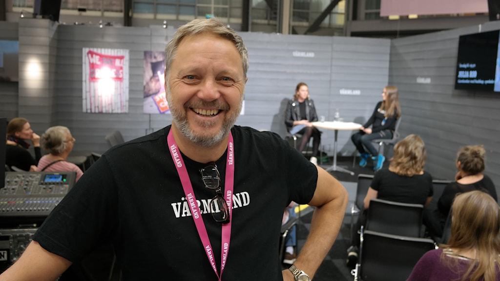 Ricky Andreis är montergeneral och ansvarig för Värmlandsmontern. Foto: Jonathan Borg/Sveriges Radio.
