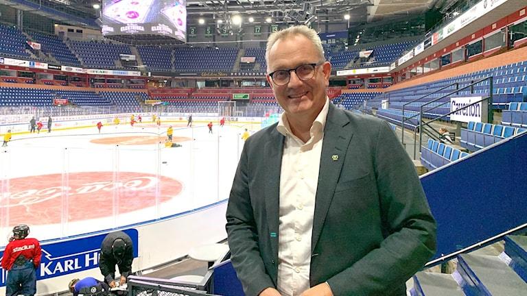 Man i hockeyarena. Foto: Victoria Svärd Karlsson/Sveriges Radio