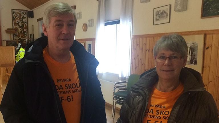 Tommy Persson och Anna-Karin Persson röstade i Råda ordenshus på söndagsförmiddagen. Foto: Jenny Tibblin/Sveriges Radio.