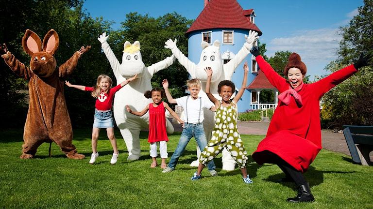 Gruppbild från en muminvärld. Foto: Pressbild