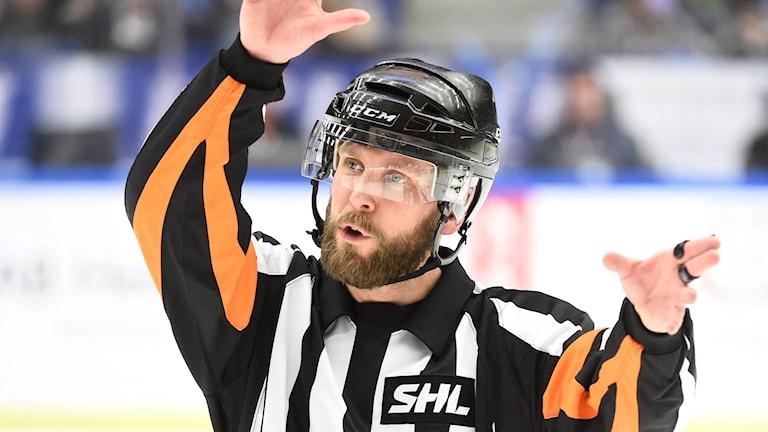 Marcus Linde på svensk is, i en drabbning mellan Växjö Lakers och Skellefteå.