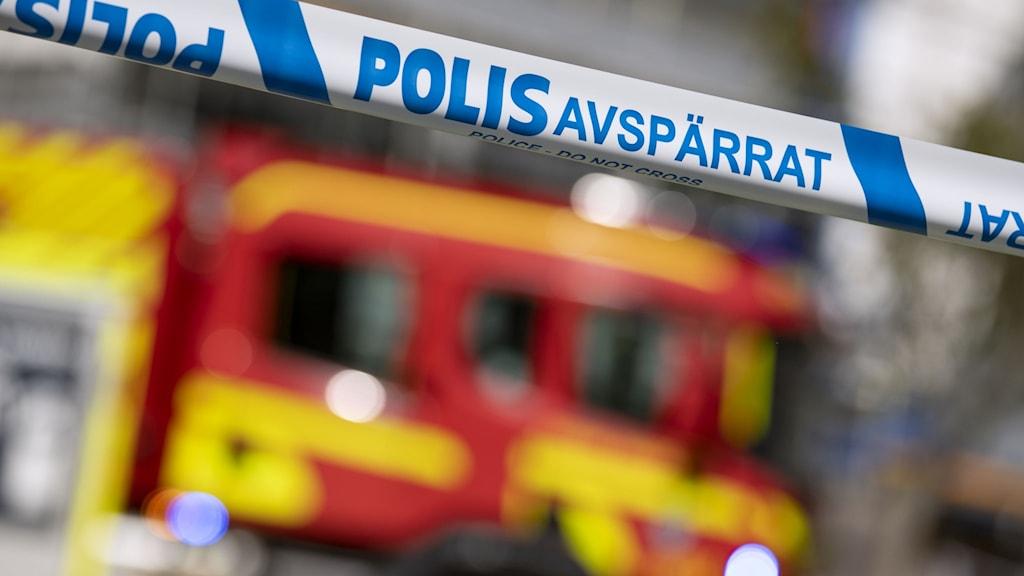 polisavspärrningsband och brandbil i bakgrunden, foto: Johan Nilsson/TT