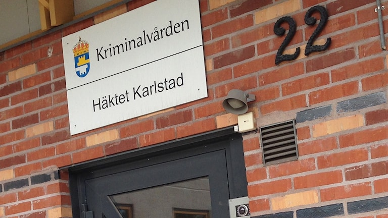 Entré till häktet. Foto: Jenny Norberg/Sveriges Radio.