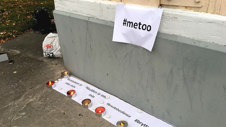 Ljuständning under #metoo-manifestationen i Kristinehamn. Foto: Annika Ström/Sveriges Radio.