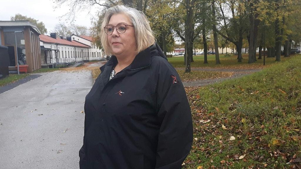 Anna-Lena Pettersson står utomhus.