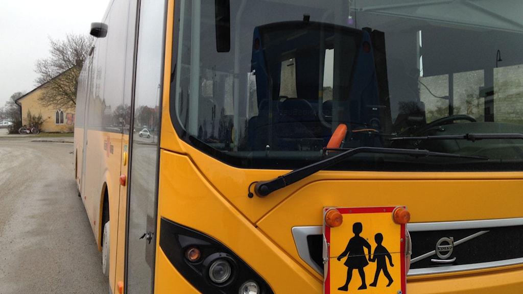 Samarbetet med kollektivtrafiken måste bli bättre inför framtida skolskjutsupphandlingar enligt Barn- och utbildningsförvaltningens rapport. Foto: Anna Jutehammar/ SR Gotland
