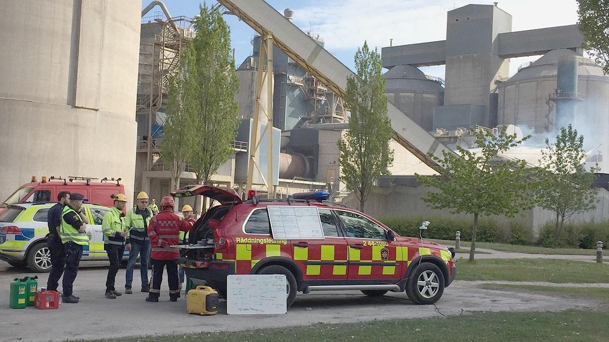 Polis och räddningstjänst överlägger vid Cementabranden