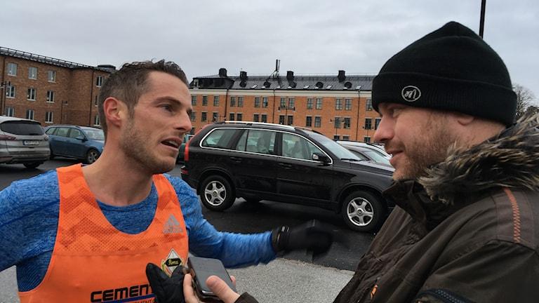 Fred Grönwall intervjuas av Jonas Bäckström, Gotlands Media efter Lucialoppet.