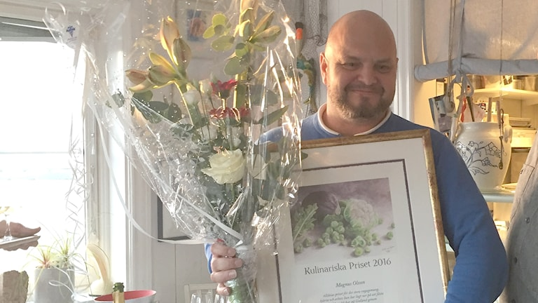 Magnus Olsson får pris av Kulinariska Gotland