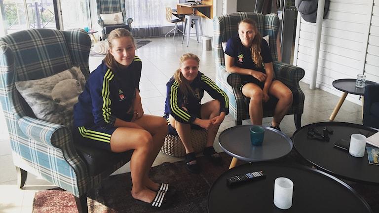 Emma Engström, Ebba Ronqvist och Frida Thörnqvist i F 16 - landslaget.