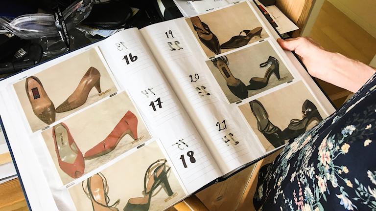 Alla Helenas skor är katalogiserade i ett album