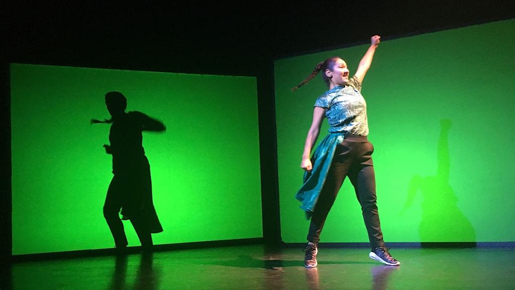 Dansarna Linnea Elffors och Daniela Garrido Morales.