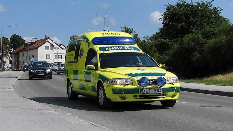 Ambulans i Visby. Foto: Eleonor Svensson/SR Gotland