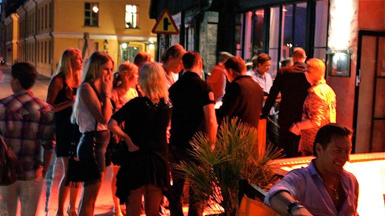 Kö till nattklubb under Stockholmsveckan. Foto: