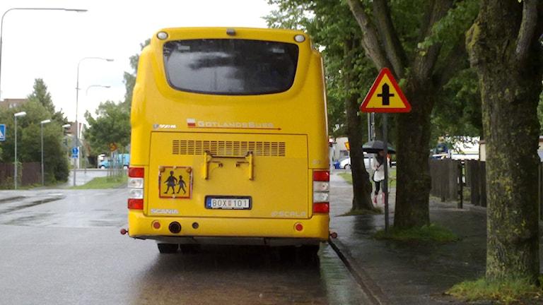 Skolskjuts i Visby. Foto: Henrik Wallenius/SR Gotland