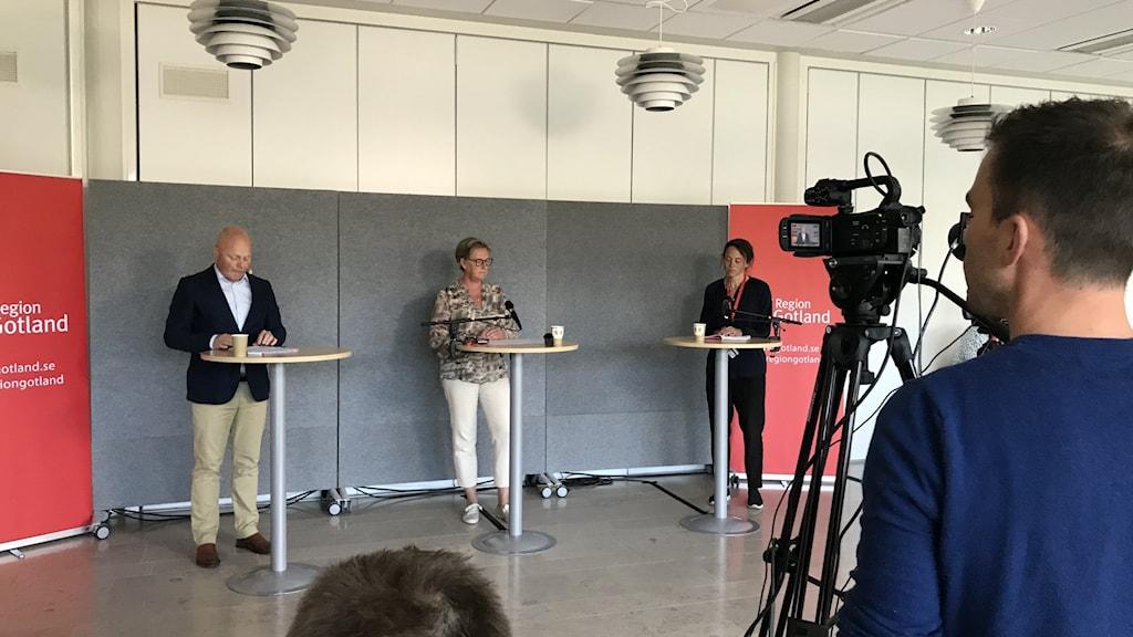 Representanter för region Gotland håller presskonferens