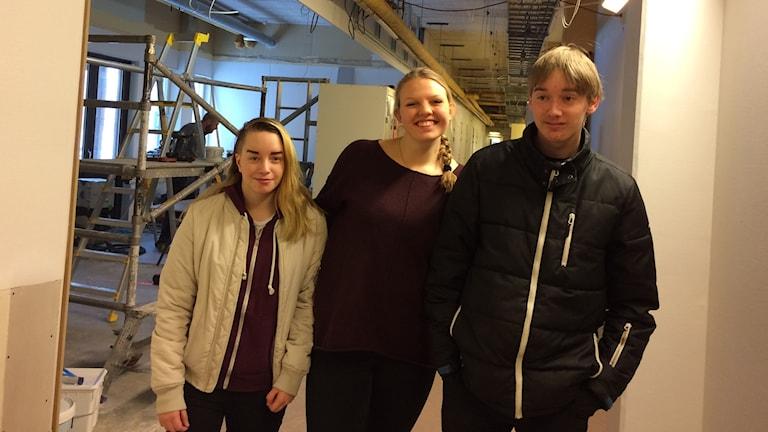 Jennifer Nilsson, Emeli Öberg och Sonny Lauthin är väldigt glada för nya fräschare lokaler.