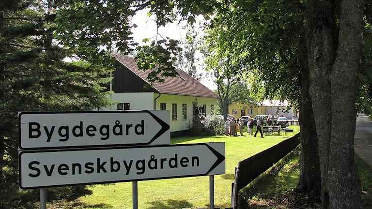 Svenskbygården i Roma - i bakgrunden bygdegården. Foto: Mika Koskelainen/SR Gotland