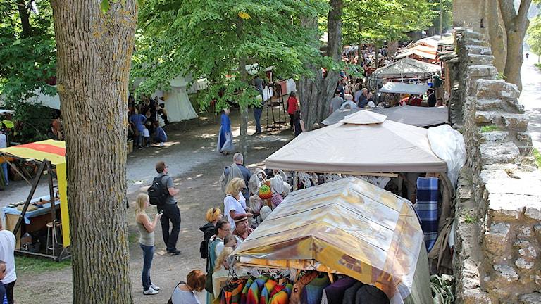 Medeltidsmarknad vid Paviljongsplan. Foto: Mika Koskelainen/SR Gotland