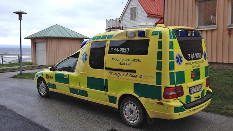Den första ambulansen på Gotland drevs av Röda Korset, berättar Göran Wahlqvist. Foto: Mika Koskelainen/SR Gotland