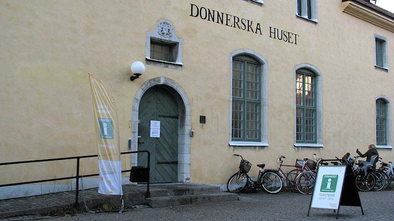 Donnerska huset i Visby med turistbyrå. Foto: Henrik Wallenius/SR Gotland