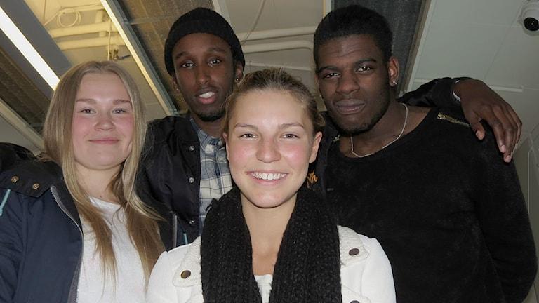 Mahad och Jocke med Lisa Björkegren och Vanessa Werkelin. Foto: SR Gotland