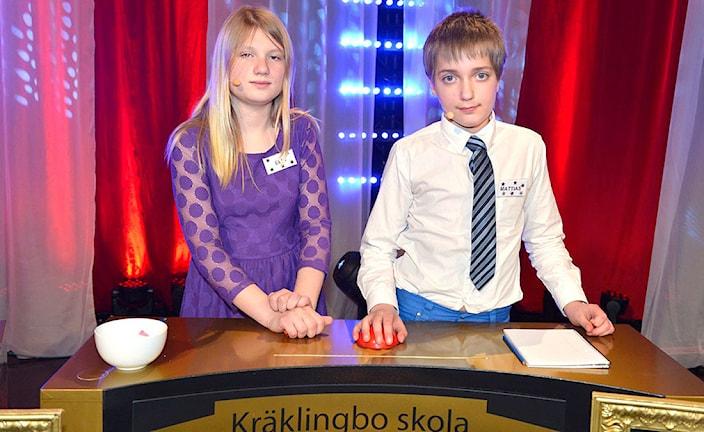 För Kräklingbo skola tävlar Elin Söderström och Mattias Levin. Final i Vi i femman 2013. Foto: Carl-Johan Söder/SVTIntern beskrivning: